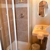 A bathroom at Sheldon Street Lodge