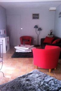 A seating area at Gites de l olivier au Mas au Coeur de la Provence &SPA