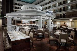 A restaurant or other place to eat at Embassy Suites by Hilton- Lake Buena Vista Resort