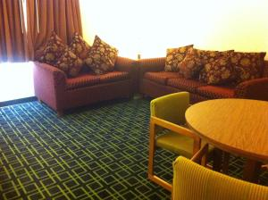 A seating area at Super 8 by Wyndham Ruidoso