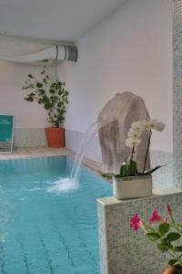 The swimming pool at or close to Hotel Terme Villa Teresa
