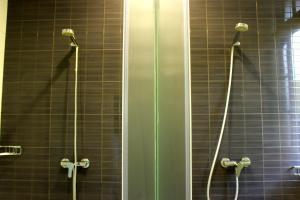 A bathroom at Albergue Juvenil Ondarreta