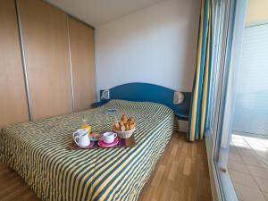 Een bed of bedden in een kamer bij Résidence Mer & Golf Eugénie