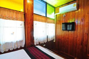 A bed or beds in a room at Kaloang home