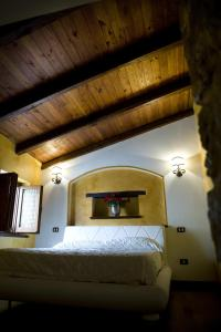 A bed or beds in a room at Bed And Breakfast Mblò