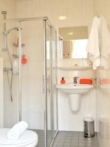 A bathroom at Budget Hotel Tourist Inn