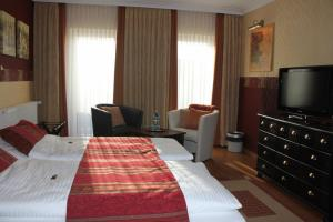 A bed or beds in a room at Landhaus Wremer Deel