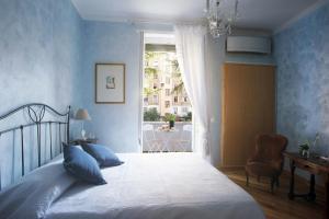 Cama o camas de una habitación en Sweet Dreams in St. Peter B&B