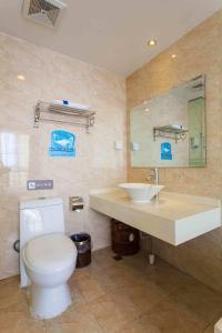 Ванная комната в 7Days Inn Yantai Changjiang Road Jindong Community