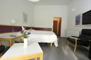 En eller flere senge i et værelse på Hotel Balka Strand