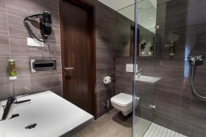 A bathroom at Tobbaccon Hotel