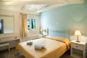 A bed or beds in a room at Hotel Agios Nikitas