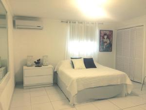 A bed or beds in a room at White Cloud Apartment