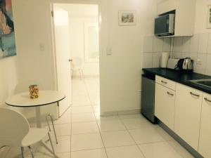 A kitchen or kitchenette at White Cloud Apartment