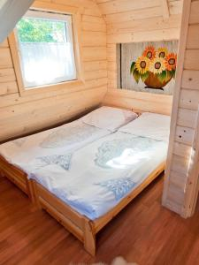 Łóżko lub łóżka w pokoju w obiekcie Domki u Ciaptoka