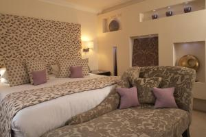 A bed or beds in a room at Beaufort House - Knightsbridge