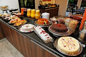 Breakfast options available to guests at Hotel Metropolitan