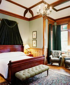 A bed or beds in a room at Wentworth Mansion