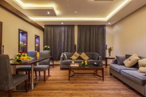 Uma área de estar em Revan Palace