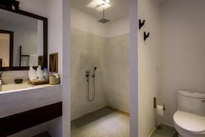 A bathroom at VMANSION Boutique Hotel