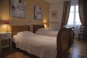 A bed or beds in a room at Le Square