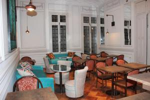 The lounge or bar area at Matildas Hotel Boutique