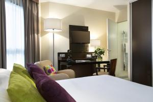 Een bed of bedden in een kamer bij Citadines République Paris