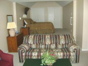 Ein Sitzbereich in der Unterkunft Ruidoso Downs Condos at Champion's Run, a VRI resort