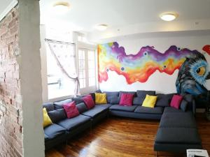 A seating area at City House Hostel Philadelphia