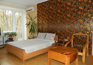 A bed or beds in a room at Apartments Zatyshok