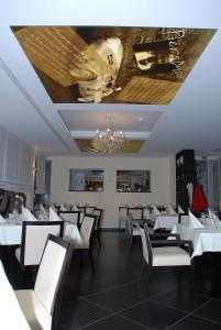 Ein Restaurant oder anderes Speiselokal in der Unterkunft Hotel Hamann