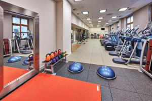 The fitness center and/or fitness facilities at Hilton Berlin