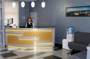 Лобби или стойка регистрации в Кросс Мотель