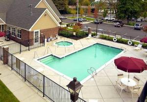 A view of the pool at Residence Inn Eugene Springfield or nearby