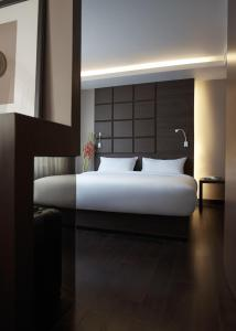 A bed or beds in a room at Happy 3