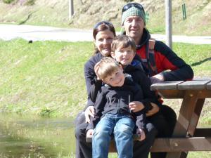 A family staying at Biopension und Bauernhof Der Veitenhof