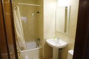 A bathroom at Hostal San Fernando
