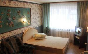 Кровать или кровати в номере Бюро Апартаментов Сказка