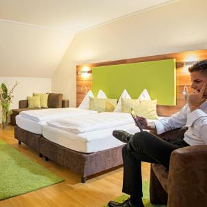 Ein Bett oder Betten in einem Zimmer der Unterkunft Hotel-Restaurant Häupl