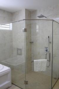 Salle de bains dans l'établissement West Hotel