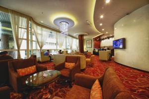 De lounge of bar bij Lavender Hotel Deira