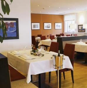 Ein Restaurant oder anderes Speiselokal in der Unterkunft Seeresidenz Alte Post