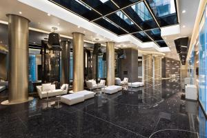 A bathroom at Excelsior Hotel Gallia, a Luxury Collection Hotel, Milan