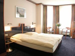 A bed or beds in a room at Insel Hotel