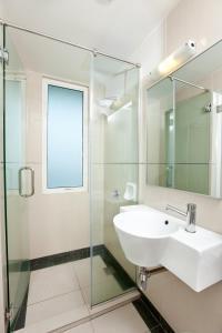 A bathroom at Tune Hotel Georgetown Penang