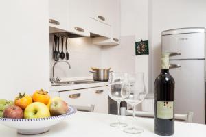 A kitchen or kitchenette at Apartments Villa Anita