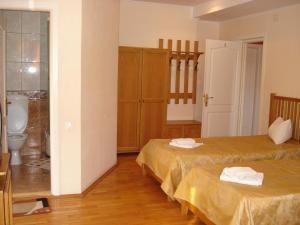 A bed or beds in a room at Villa Edel Constanta