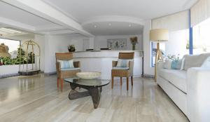 El vestíbulo o zona de recepción de MR Mar Suites (ex Neruda Mar Suites)