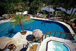 A piscina localizada em Eco Resort Serra Imperial ou nos arredores