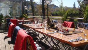 Ein Restaurant oder anderes Speiselokal in der Unterkunft Hotel Regenbogenhaus